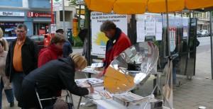 Infostand auf einem Wochenmarkt in Wilhelmsburg